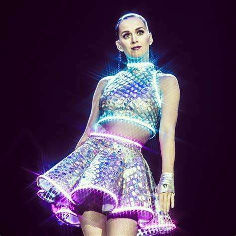 Katy Lights by Cma Awards 2014 Grande Performs With
