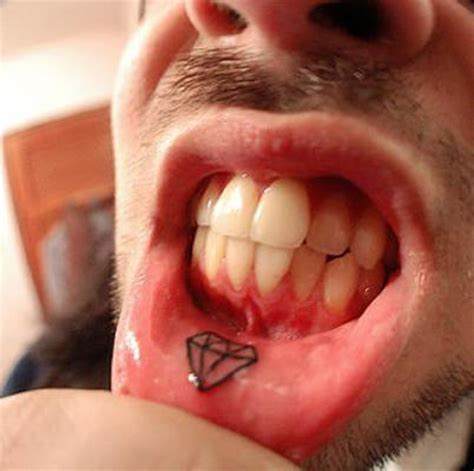 get lip tattoo cool lip tattoo design tattoo designs