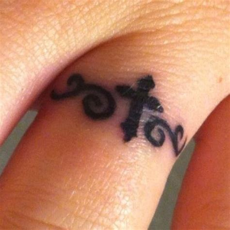 toe ring tattoo designs toe ring tattoos ring tattoos and toe rings on