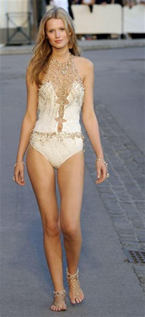 Care Top By Griya Moda costumele de baie must in vara 2011