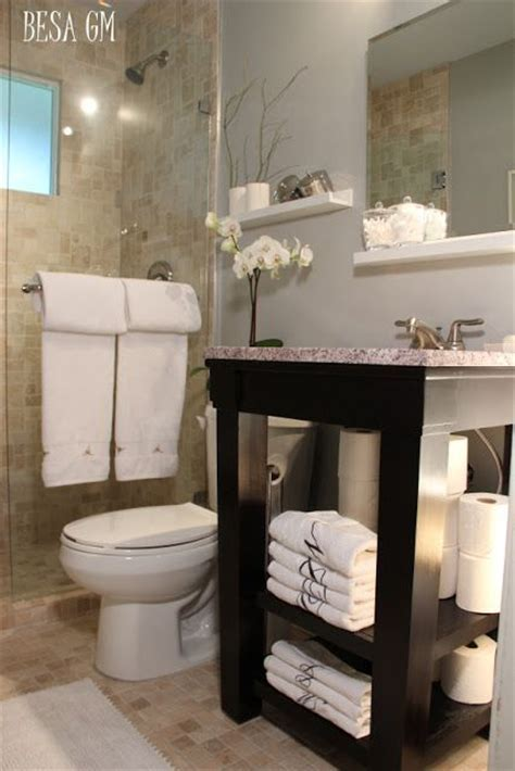 Small Bathroom Makeovers and Designs for Decorating a Petite Bath