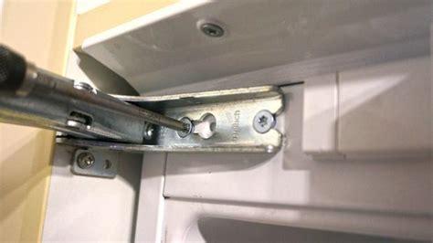 wohnungstür scharniere einstellen k 252 hlschrank scharnier wechseln anleitung diybook de