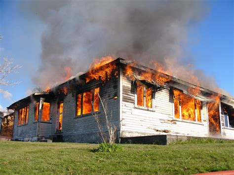 house burning burning house www pixshark com images galleries with a bite