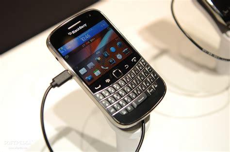 Soft Blackberry Dakota 9900 admits faulty blackberry bold 9900 and 9930 working on software update softpedia