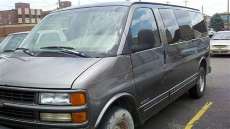 buy used 1999 chevy express 1500 van 155 195 miles starts and runs all seats included in