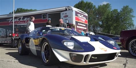 ford gt teaches dodge hellcat      racing
