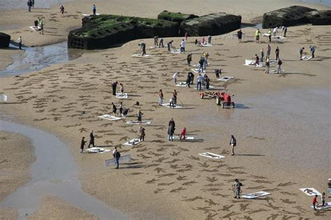 D Day Sketches by 9 000 Sand Drawings Commemorate The Fallen On D Day