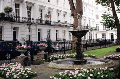 chelsea uk wellington square chelsea london 169 d williams cc by sa 2
