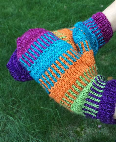free fingerless gloves knitting pattern uk 1000 ideas about fingerless mittens on