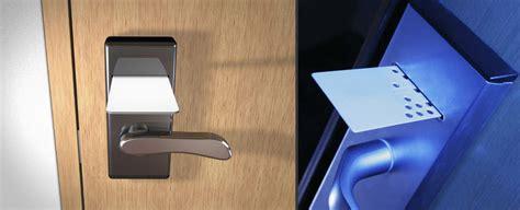 apertura porta con impronta digitale serrature senza chiave aprire le porte