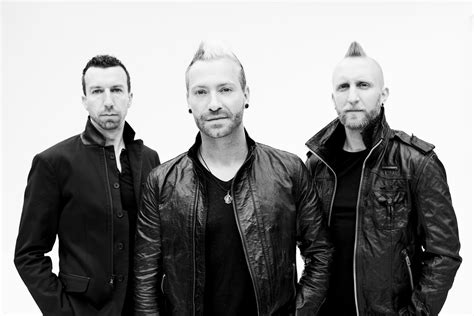 Thousand Foot Krutch Made In Canada The 1998 2010 - review oxygen inhale by thousand foot krutch onstage