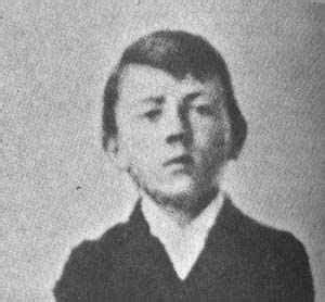 small biography of adolf hitler adolf hitler world wars nazi party legacy