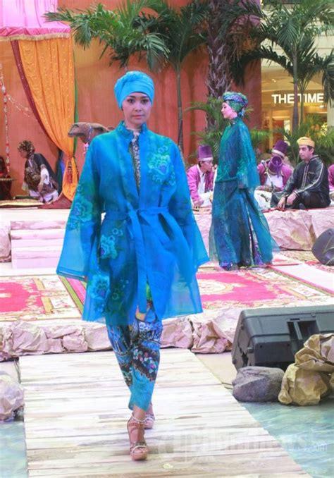 Baju Muslim Itang Yunasz fashion show busana muslim karya itang yunasz foto 7 704821 tribunnews