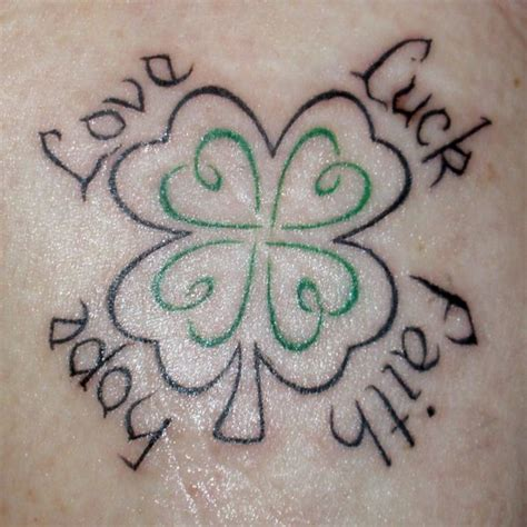 tatuaggi quadrifoglio con lettere foto tatuaggi immagini e foto tatuaggi