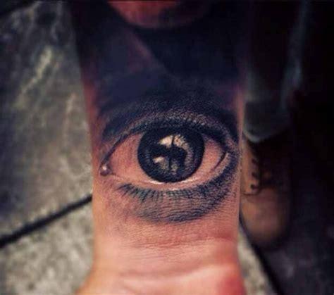 eye tattoo on chest meaning foto i tatuaggi pi 249 realistici del mondo 1 di 16