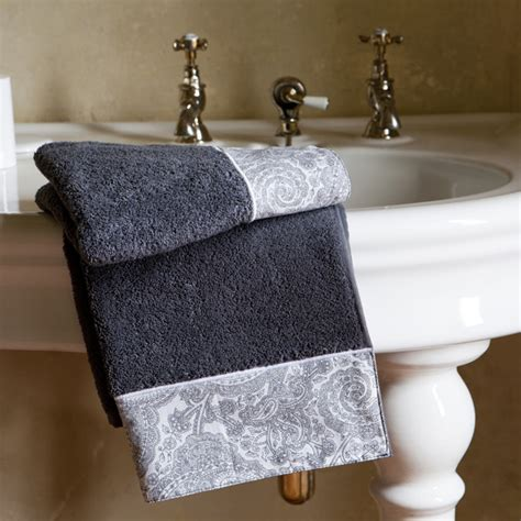 Decorate Bathroom Towels by Towels That Decorate The Bathroom