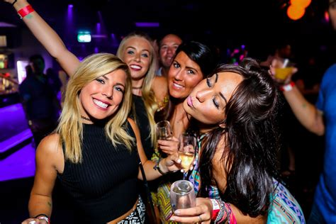 top london clubs and bars friday night london best nightclubs visit top clubs bars nightlife tour