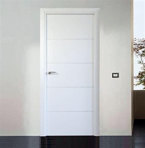imagenes puertas interior blancas foto puerta mod basic blanca con grecas aluminio de