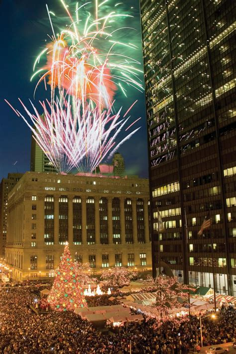 Koselig How To Win Winter Hgtv S Decorating Design Tree Lighting Chicago