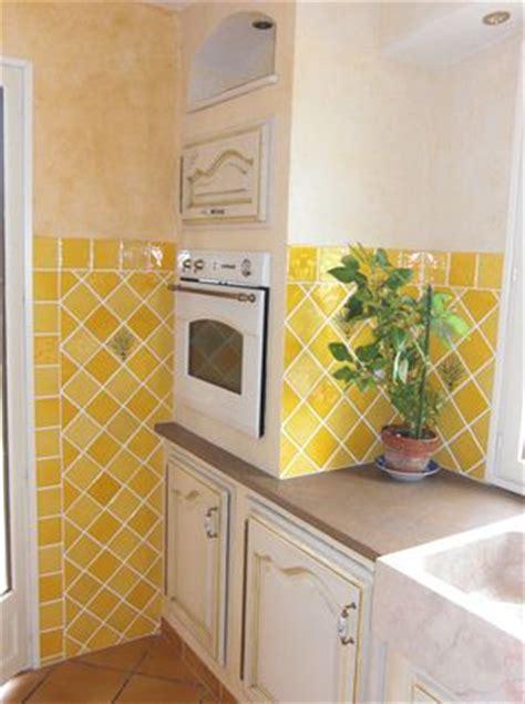 cr馘ence de cuisine originale cuisine 187 faience cuisine jaune 1000 id 233 es sur la