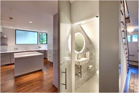 contoh gambar kamar mandi dibawah tangga desain interior eksterior rumah minimalis