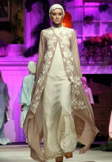 Kaftan Bordir Abu Dhabi dan yang satu ini merupakan baju muslim dengan desain