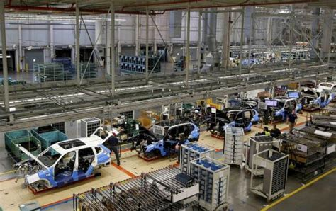 bmw factory assembly line bmw to invest 1 billion to expand u s production by 50