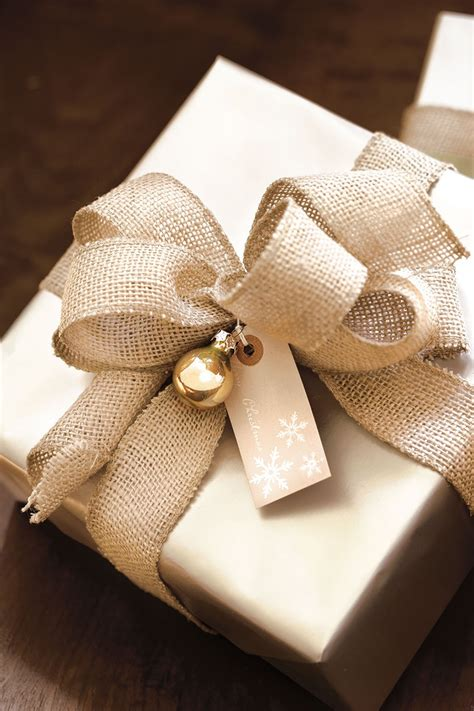 gift wrapping tips gift wrapping tips from top designers how to decorate