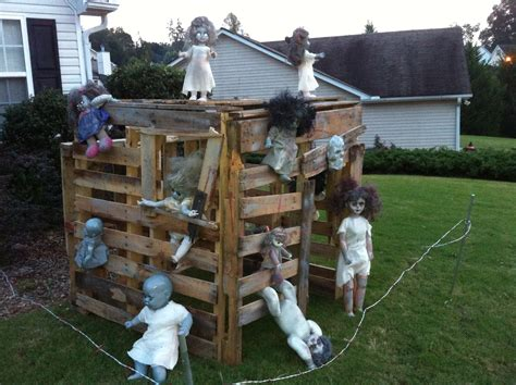 Zombie Doll Playhouse Made Out Of Pallets I Know A Boy Haunted Backyard Ideas