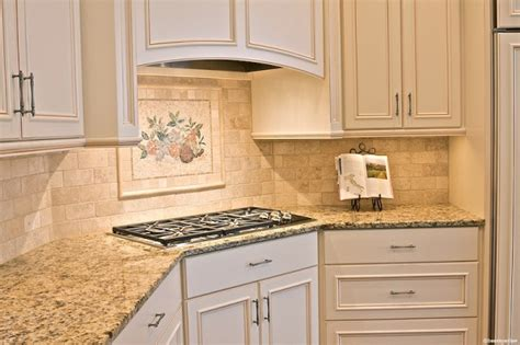 White Kitchen Cabinets Beige Countertop by Beige Kitchen Cabinets Beige Gloss Kitchen Tuscan Kitchen Kitchen Ideas Ideasonthemove
