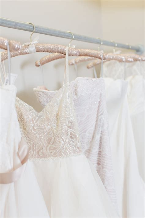 10 Beautiful Wedding Dress Hangers   Chic Vintage Brides