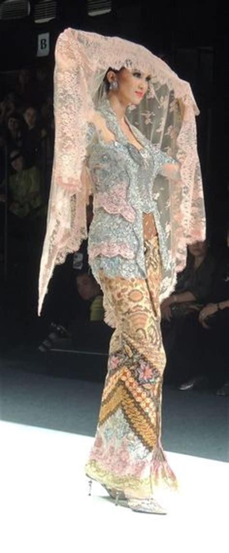 Kutubaru Set Gold kebaya nyonya traditional costume kebaya