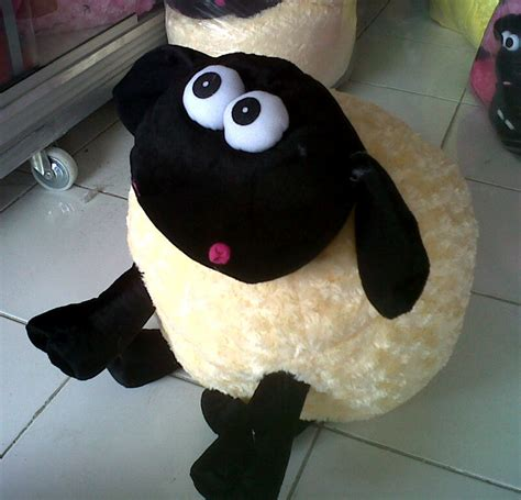 Shaun The Sheep Timmy 40cm ragam boneka unyu