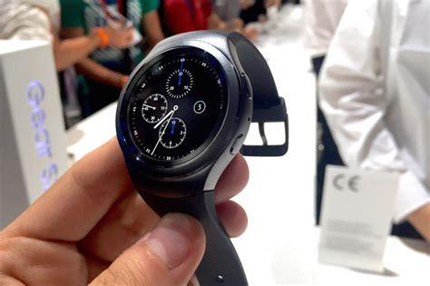 Smartwatch Samsung Gear Sport samsung gear s2 on second time around samsung cracks the smartwatch