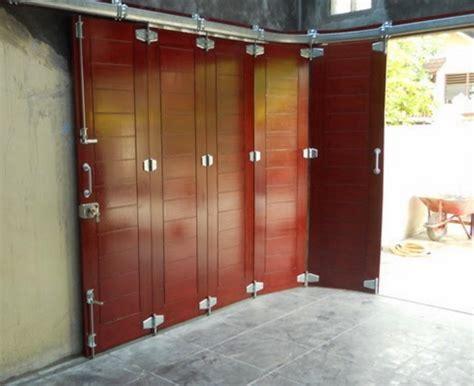 gambar desain pintu garasi lipat unik terbaru  desain cantik