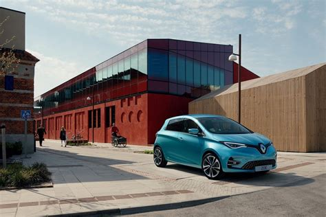 Renault Electric 2020 by Fully Electric Renault Zoe Adds Power And Tech For 2020
