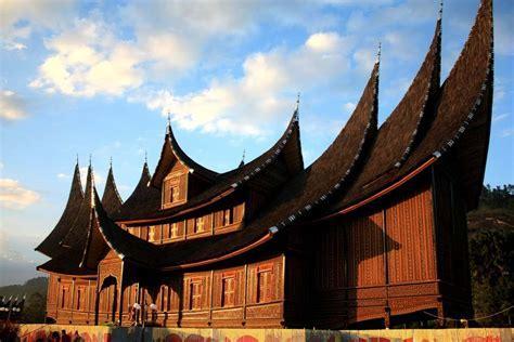 West Sumatra Tour ? get closer to Minangkabau community