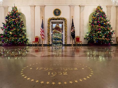 christmas decorations in home white house christmas tour 2015 white house christmas
