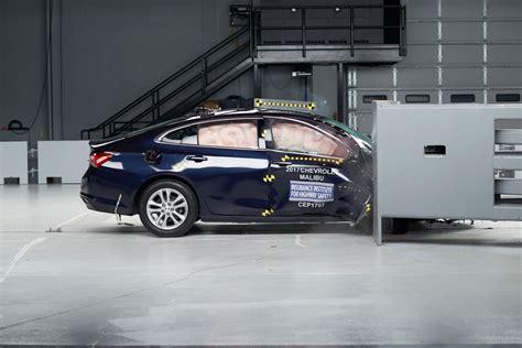 crash test si鑒e auto iihs adds passenger side crash test 187 autoguide com