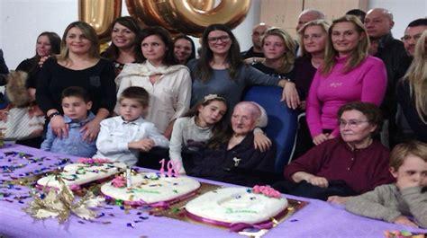 gruppo cari i primi cento anni di nonna lucia tra l affetto dei suoi