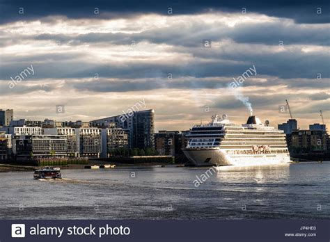 thames river cruise sunset thames boat cruise stock photos thames boat cruise stock