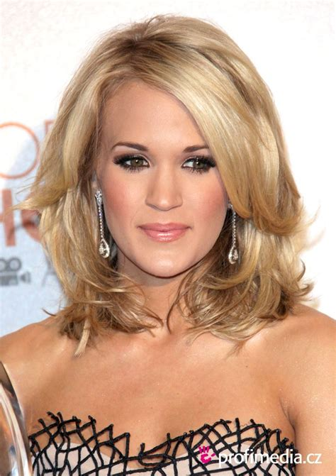 hollywood actresses medium lenght hairstyles carrie underwood shoulder length hair styles pinterest