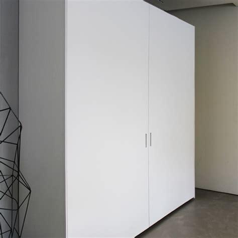 armadio ante scorrevoli complanari armadio ante scorrevoli complanari graffiti poliform
