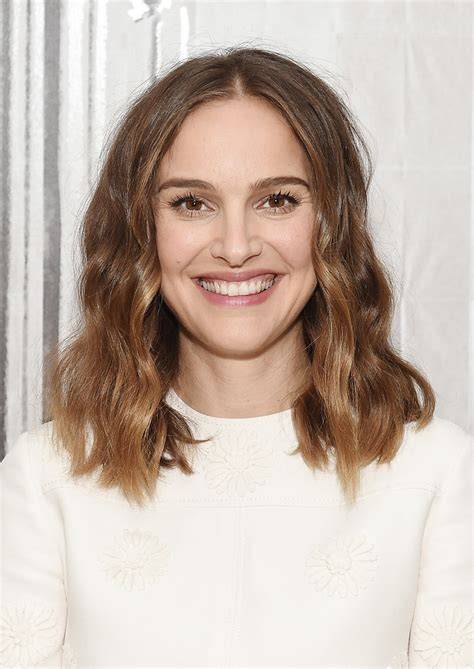 natalie portman medium wavy cut shoulder length hairstyles lookbook stylebistro