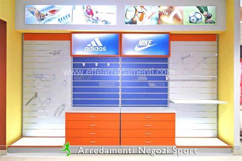 arredamento negozio sportivo arredamenti e allestimenti negozi di articoli sportivi