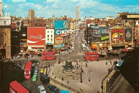 piccadilly circus    birds eye view