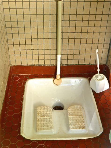 fotos gratis piso ceramico bano azulejo sucio