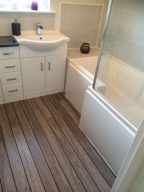 laminate wood flooring in bathroom 25 best ideas about small bathroom layout on pinterest