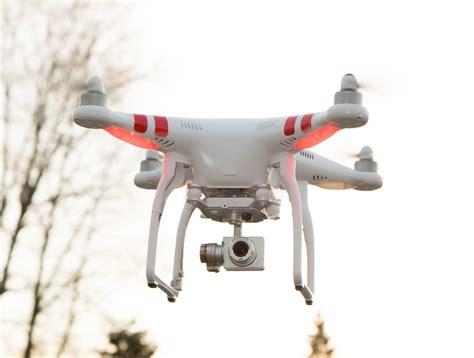 Quadcopter Dji Phantom 2 Vision dji phantom 2 vision quadcopter with fpv gadgetify