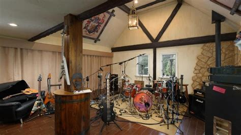 Garage Living Quarters Take A Look At Dave Mustaine S 5 3 Million House The